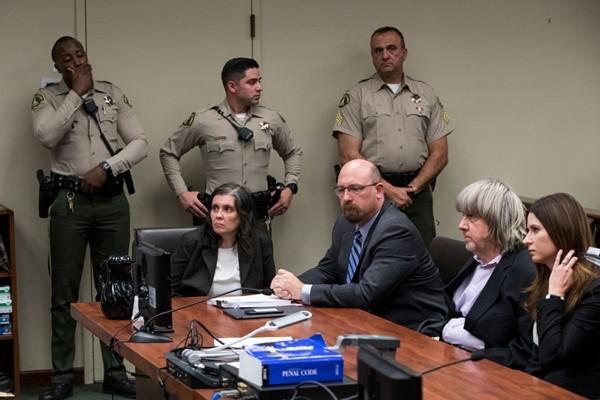 禁錮虐待13名子女 加州夫婦不認罪