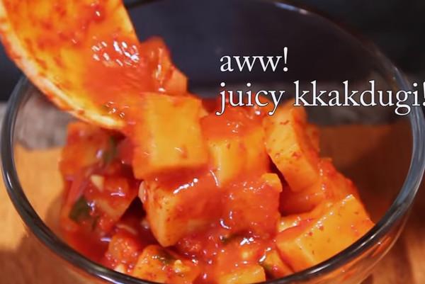 韩国达人教你 如何制作白萝卜泡菜(视频)