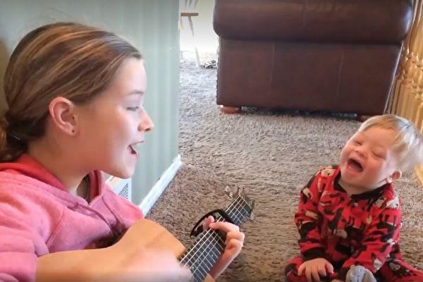 2歲唐氏兒努力學說話 姐姐巧幫他 媽媽超驚喜