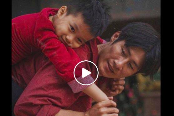 父親不斷重複問題令兒子厭煩,結果他的一個舉動令兒子淚流不止!