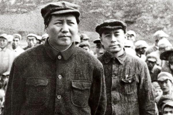 """周恩来""""逢君之恶""""引导毛泽东亲手除掉自己人"""