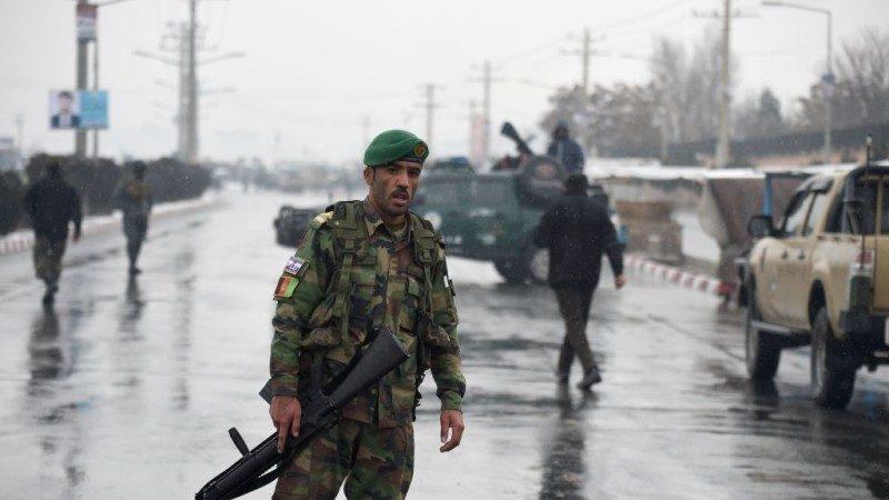 猛烈爆炸与枪声 喀布尔军营遭攻击19死伤