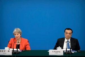 """英国首相访华拒签字 只因与北京不""""一路"""""""