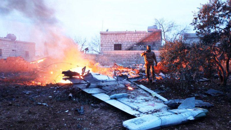 俄战机遭叙反抗军撃落 飞行员跳伞拒降遭射杀(视频)