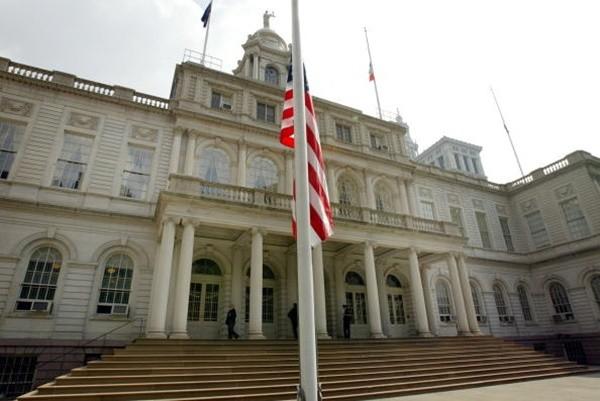疑因对拥堵费不满 的士司机在纽约市政厅外自杀