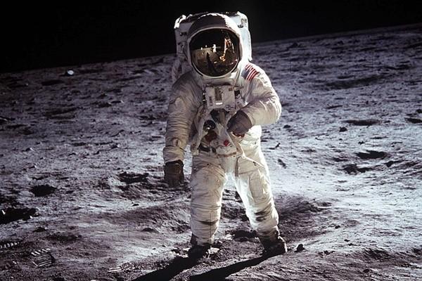 航空日志揭秘:听到上帝的警告 宇航员变外星人!