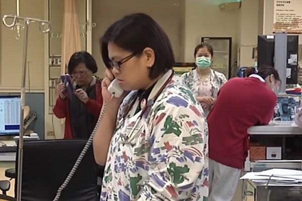 """地震后医院""""启动999"""" 她撇家急速赶回院救人"""