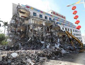 拥41年历史统帅饭店 拆除再度崩塌(视频)