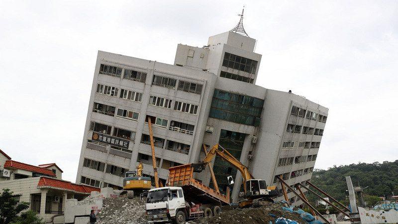 翠堤2陸客遺體遭大梁壓住 家屬同意啟重機開拆(視頻)