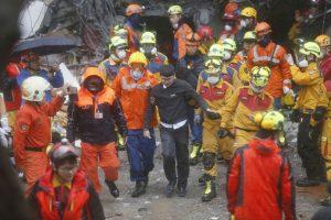 地震受困15小時 統帥員工想啃櫃台木頭保命