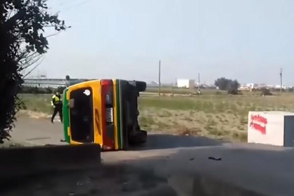 彰化娃娃车遭拦腰撞翻 小朋友吓到尖叫3人送医
