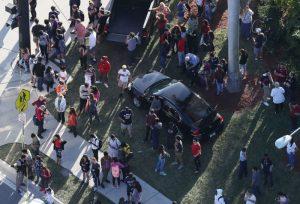 佛州高中槍擊案17死50傷 凶嫌系除名學生