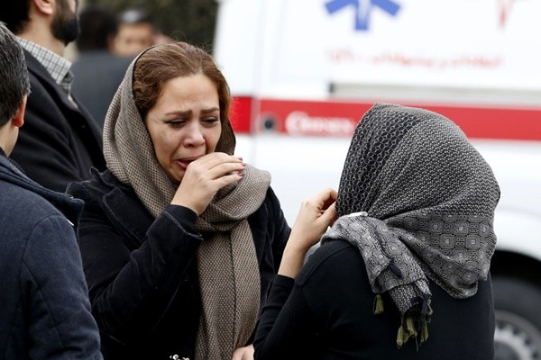 伊朗载65人客机坠山区 遇暴风雪搜救队无法靠近