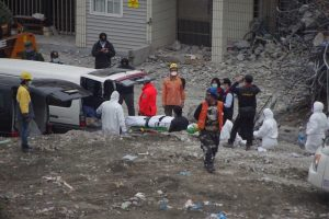 花莲大地震后19天 陆籍夫妇遗体移出