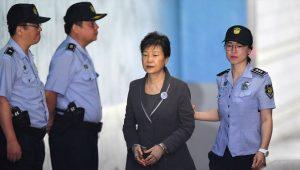 朴槿惠涉21项罪名 检方求刑30年