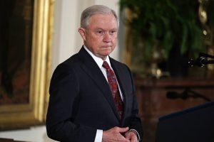 调查监听争议不找检察官 塞申斯被川普怒批可耻