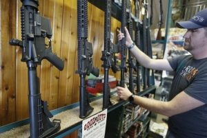 川普籲提高購槍年齡 美3家大型連鎖店響應