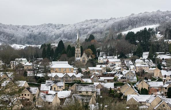 「比北極還冷」 英國暴雪後居民開門驚見「雪門」