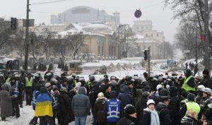 乌克兰警民爆冲突 上百人被捕至少13人受伤