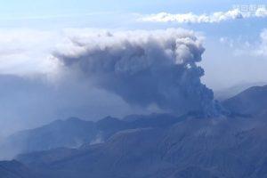 日本新燃岳火山再噴發 約65個航班取消