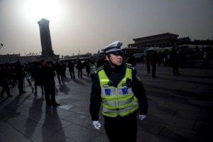 兩會直擊:北京大會堂「殺氣騰騰」 記者禁帶食物經常挨餓