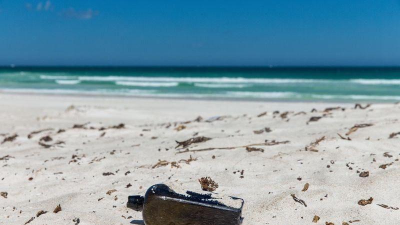 创最古老纪录 澳洲女子发现132年前瓶中信