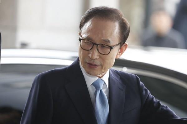 韩前总统李明博涉贪被传唤:愿到我为止