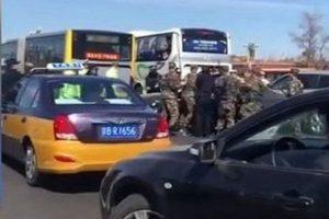 長安街大批警察持槍圍追黑色小轎車 更多視頻流出(視頻)