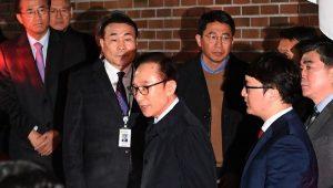 韩国前总统李明博深夜被捕 被控受贿滥权等罪名