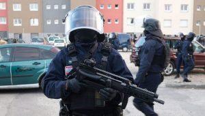槍響攻堅 勇警替換人質殉職 法恐襲4死15傷