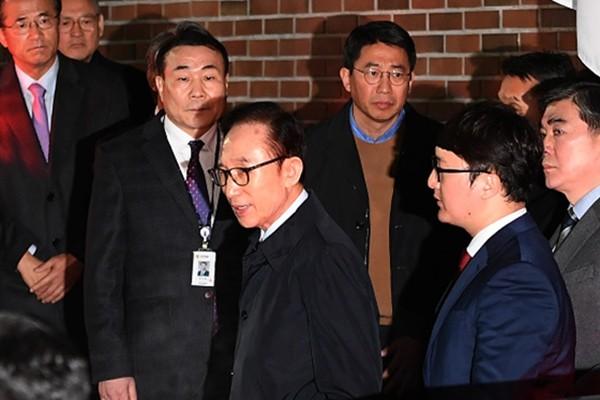 李明博獄中生活曝光:囚號716 與朴槿惠待遇不同