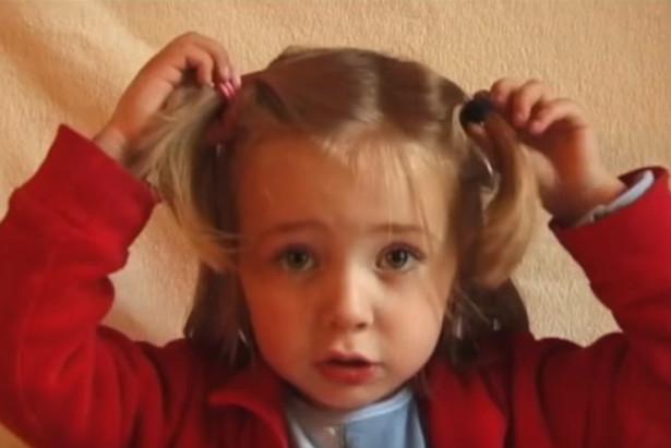女大18变:摄影师拍下女儿从0岁到18岁的照片(视频)