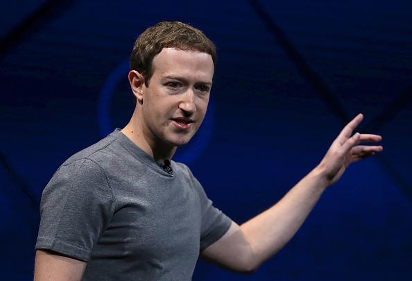 库克质疑脸书商业模式 祖克柏隔空对杠
