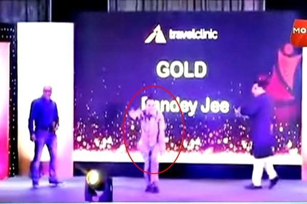勇夺金牌 印度男跳着舞欢庆领奖 下一秒吓傻众人