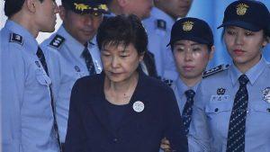 朴槿惠一審宣判 16項罪成24年徒刑(視頻)