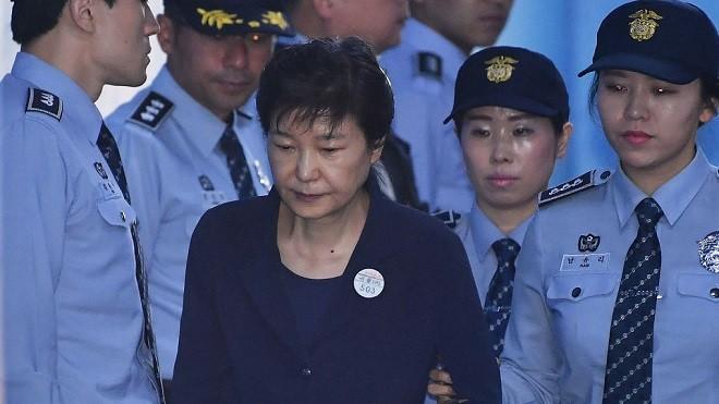 朴槿惠一审宣判 16项罪成24年徒刑(视频)