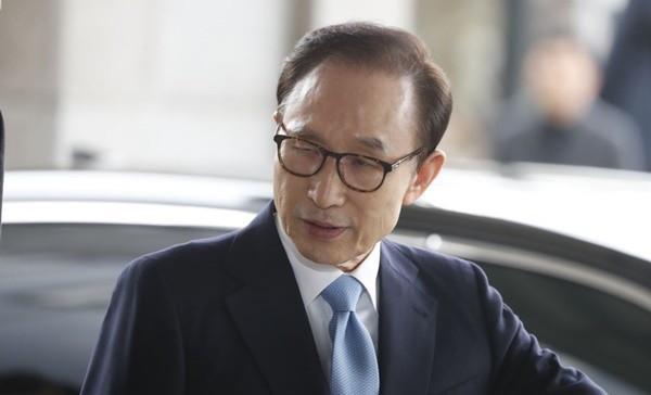 韩前总统李明博遭起诉 检方列16项罪名