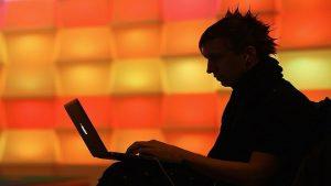 美英警告:俄駭客入侵各國網路 疑發動網攻準備