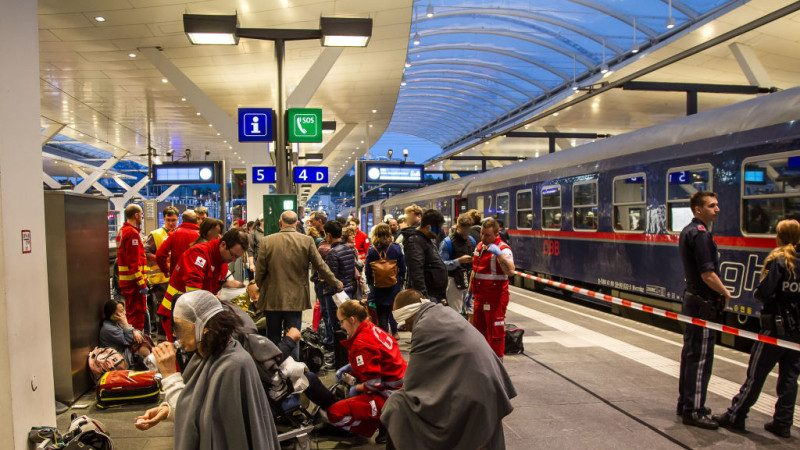 奥地利夜行列车遭追撞 近40人受伤