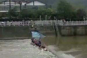 廣西桂林龍舟翻覆 17人身亡(視頻)