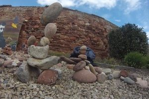 欧洲立石雕塑大赛 挑战定力堆出平衡作品