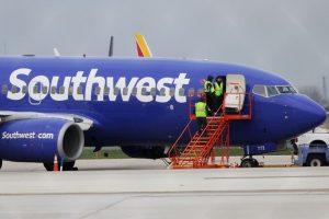再爆空中驚魂 西南航空客機高空玻璃破裂