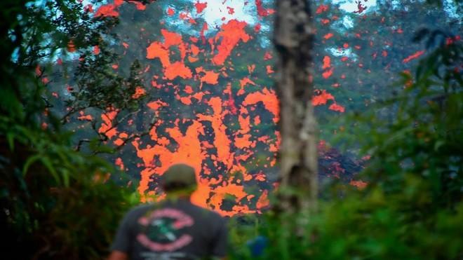 夏威夷6.9强震 火山持续爆发 地现裂缝熔岩侵宅