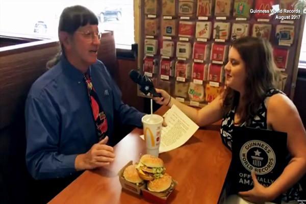 吃汉堡都能出名!美国64岁男子吃下第3万个大麦克