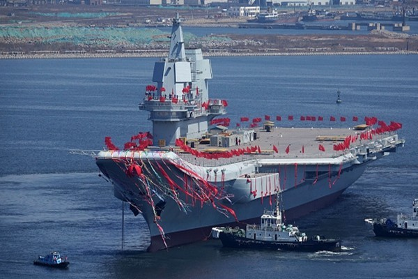 中共國產航母首次起降直升機 黨媒稱「大驚喜」挨轟