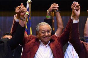 """打破60年一党执政 92岁马哈迪让马来西亚""""变天"""""""