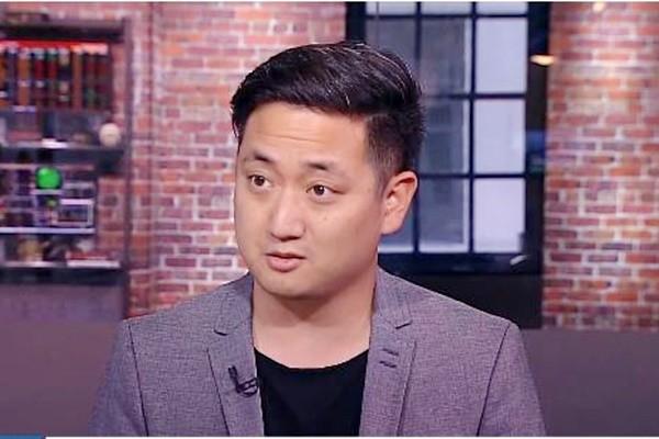 美国华裔小伙800元起家 公司现市值逾5亿