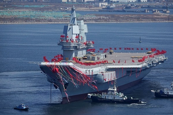 传首艘国产航母一度出事  习近平登舰仪式泡汤
