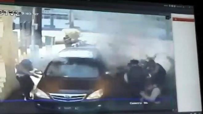 印尼恐攻不斷 摩托車闖警察總部攻擊釀7死(視頻)