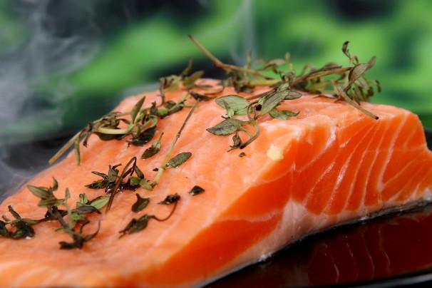 快速剔除鱼刺小诀窍 吃鱼更安全(视频)